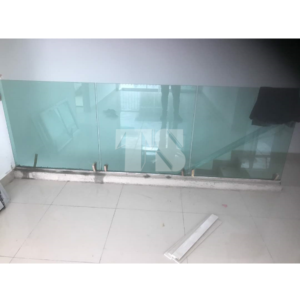 Tempered Balcony & Glass Staircase